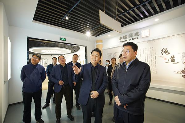 山东省统战部常务副部长李琥莅临鲁普耐特集团参观调研